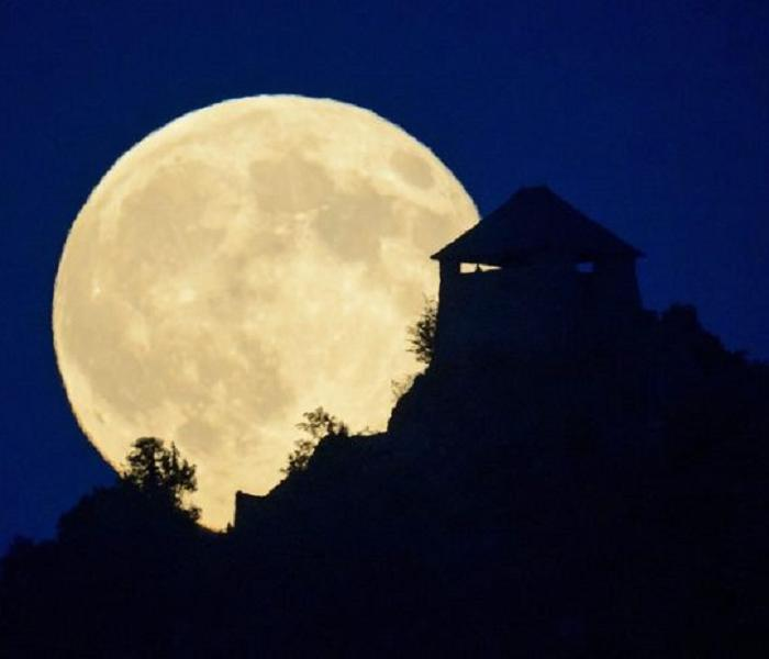 Supermoon Vs Full Moon >> Missed the Supermoon This Month? The One in August Will Be Even Better | SERVPRO of Great Neck ...